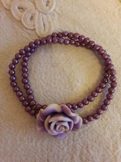 Collana girocollo viola con rosa
