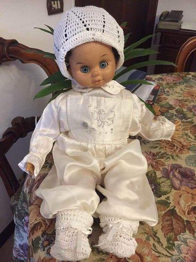 Vestito da battessimo del neonato da 1 al 6 mesi. Realizzato personalmente. Ricamato a mano.