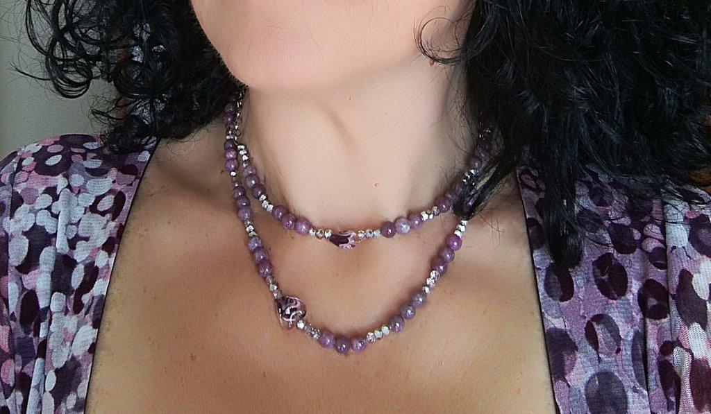 Collana Lunga Rosa in Pietre Naturali di Lepidolite, cristalli e cuori.