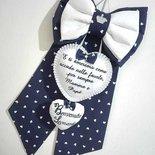 fiocco nascita personalizzato in stoffa blu a cuoricini bianchi  con coroncina di strass applicata e bellissima frase ricamata