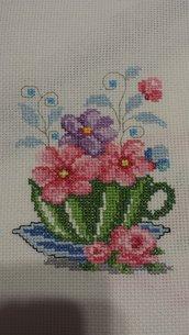 Ricamo punto croce tazzina fiori rosa verde azzurro foglie cucina donna quadro presina