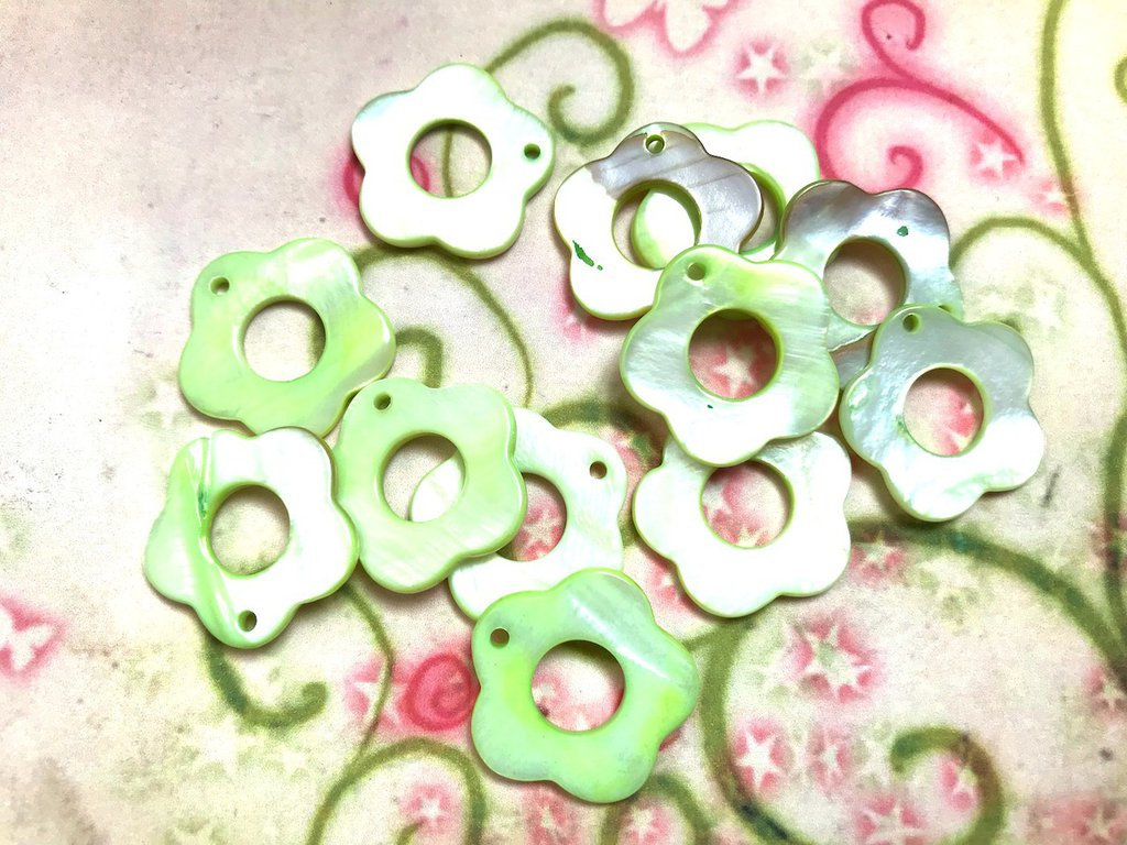 20 pz ciondoli CHARM fiore madreperla verde - 2,5 cm