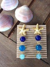 Orecchini pendenti con perni a stella in zama e pietre dure colorate