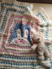 Copertina uncinetto ricamata in lana rosa celeste  regalo nascita battesimo coperta lavorata a mano
