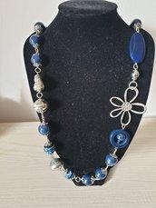 Collana con perle in Blue e accessori in alluminio
