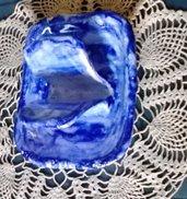 Vassoio rettangolare unito al  porta sapone, manuftto di maiolica dipinto con smalto blu sfumato