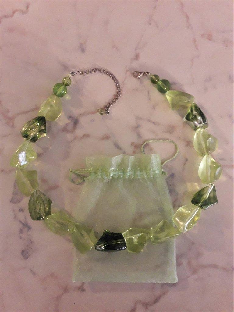 Collana verde chartreuse
