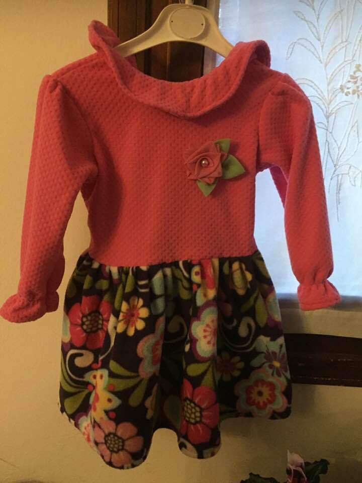 Vestito bicolore di cotone / jersey ci cotone/ viscosa per neonata da 0 alla bimba 1 anno...( in base 4-5 anni )