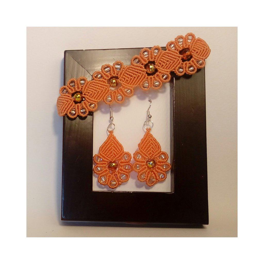 Set bracciale ed orecchini in pizzo macramé Arancio