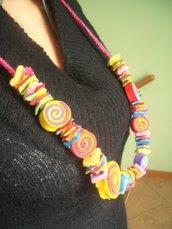 Collana multicolore in stoffa