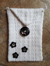 Bustina in cotone bianco con fiorellini