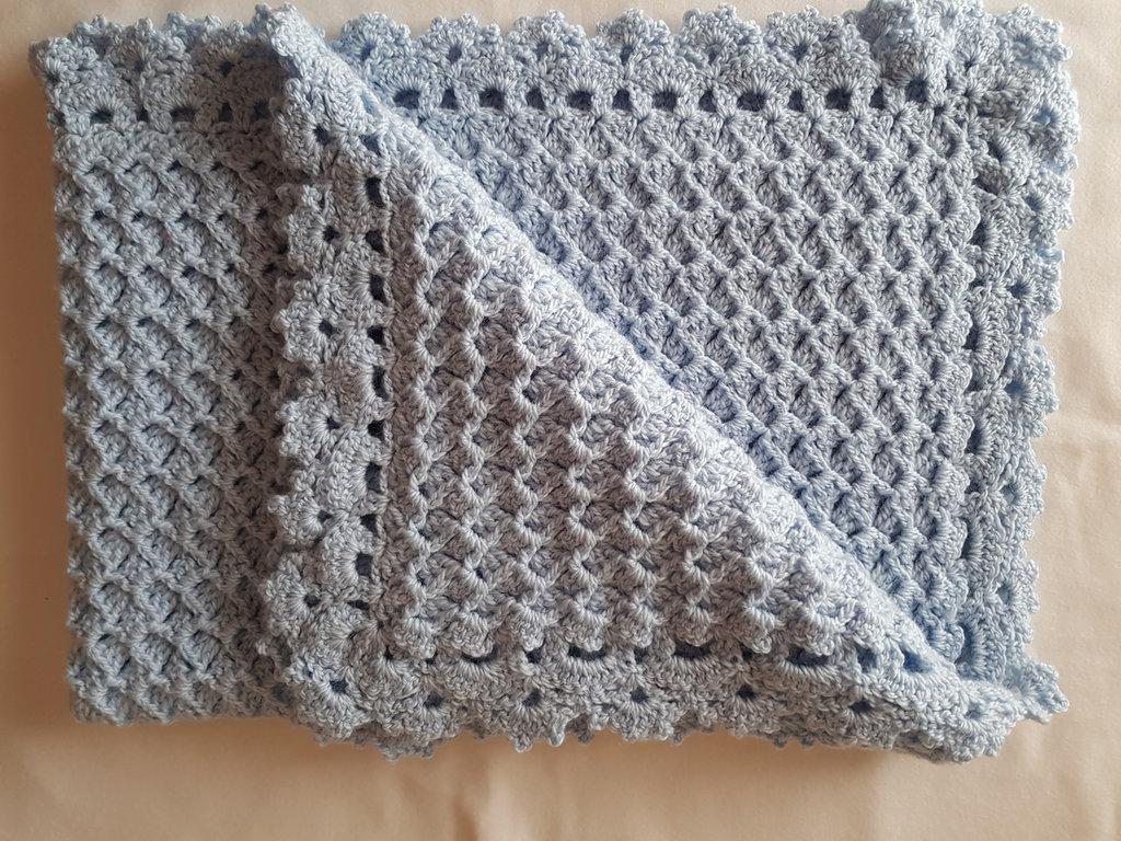 Copertina bebè in lana azzurra per carrozzina e/o culla