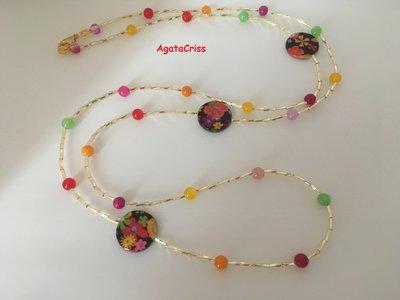 Collana lunga multicolore in agata e perle piatte con motivi floreali