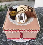 scatola rivestita e decorata con brioches di feltro