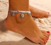 Cavigliera donna, bracciale da caviglia bianca con nodi macramè e perline in pietra turchese e charms pesci, bussola conchiglia e ancora
