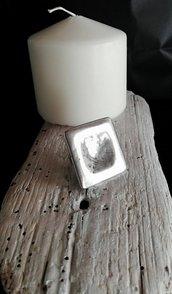 Anello regolabile in zama color argento lavorato, di forma quadrata - Happy Summer-