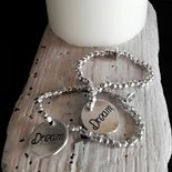 Braccialetti color argento con perle in zama e medagliette elasticizzati fatti a mano -Happy Summer -