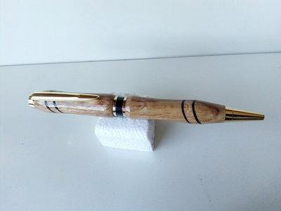 Penna a sfera in legno di quercia con intarsio fatta a mano