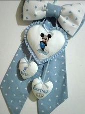 Fiocco nascita con cuore grande centrale e ricamo di topolino.