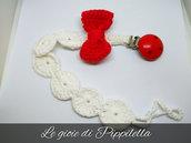 Catenella portaciuccio crochet con fiocco rosso e clips di legno, idea regalo.