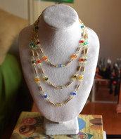 Collana triplo giro / perle mezzo cristallo sfaccettate multicolor / filo metallico dorato