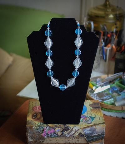 Collana con perle di vetro tipo Murano interno argentato e perle vetro sfaccettato