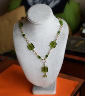 Collana con pendente / perle di vetro verdi / perle mezzocristallo sfaccettate