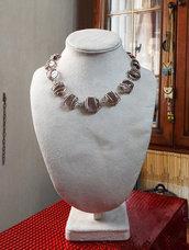 Collana girocollo perle vetro colore ametista incastonate su filo metallico argentato