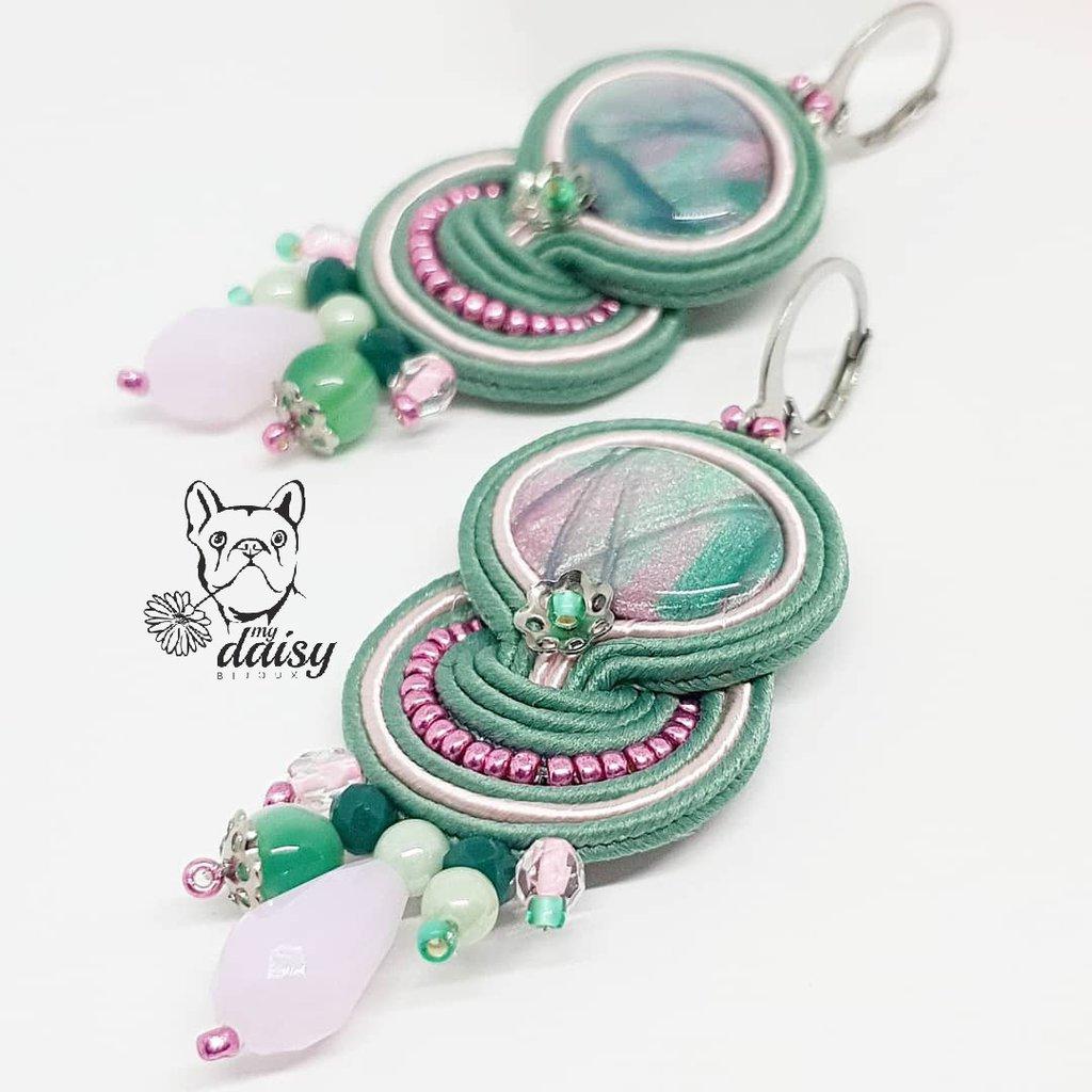 Orecchini verdi e rosa con cabochon artigianale e tondi in agata verde striata - orecchini soutache