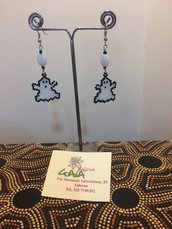 Orecchini in tessitura di perline a forma di fantasmino