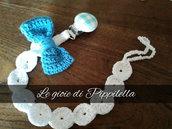 Catenella portaciuccio crochet con fiocco azzurro e clips di legno, idea regalo.