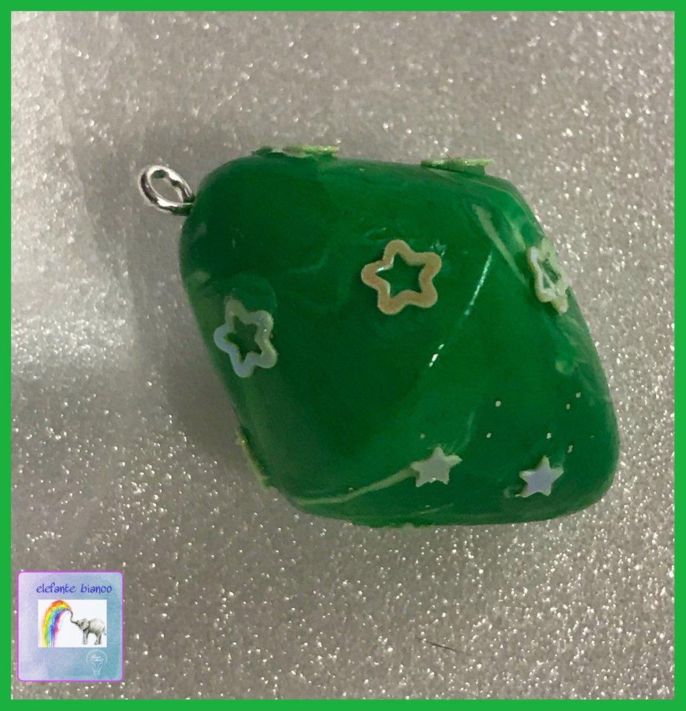 Ciondolo verde in fimo
