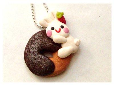 Collana bunny abbracci-  coniglietto su biscotto