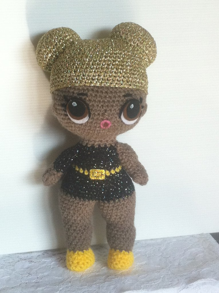 """Bambola """"Queen Bee"""", uncinetto amigurumi"""