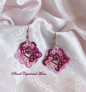 Orecchini rosa ed amaranto al chiacchierino, cristalli viola ametista, perline dorate