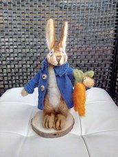 Coniglio Peter in lana cardata infeltrimento a ago