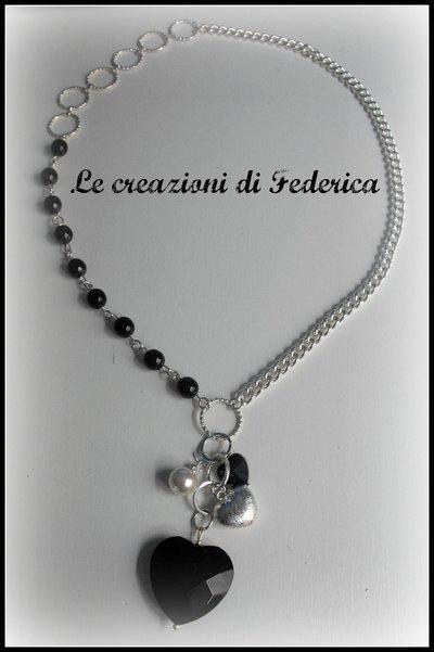 Collana perle nere e cuori