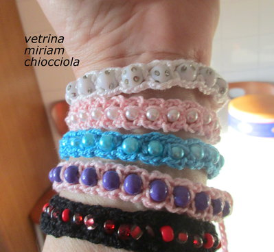 nuovo stile cef2e 02f5a Braccialetti estivi a crochet con perle