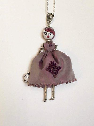 Collana con ciondolo bambolina vestita di seta e swaroski, collana dolls