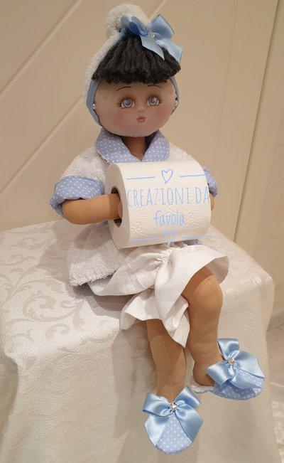 Bambola portarotolo bianca e azzurra