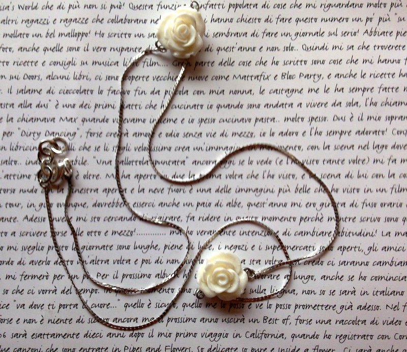 Collana White Roses