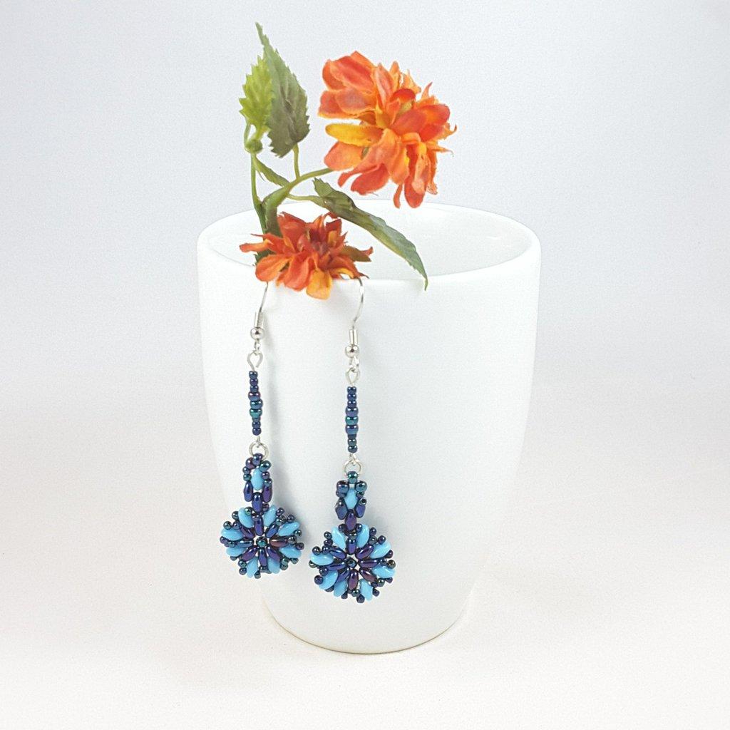 Orecchini blu turchese, pendenti, pezzo unico, tessitura di perline, metallo argentato nichel free, idea regalo, compleanno, modello originale.