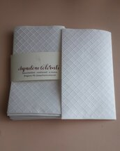 25 sacchetti-bustine  confettata con disegni a rilievo in carta bianca