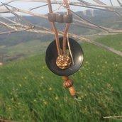 Collana etnica con 2 bottoni vintage e perline