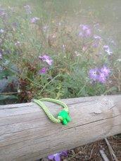 Bracciali portafortuna di colore verde con charme
