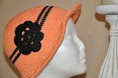 cappello ragazza salmone nero creazione uncinetto cotone