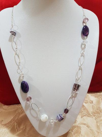 collana lunga viola con agata piatta e mezzi cristalli