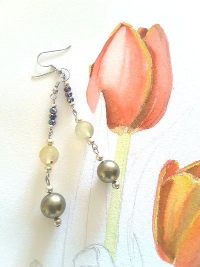 Orecchini verdi e gialli, pendenti con agata, perle e perline, pezzo unico, ooak, modello originale, idea regalo, compleanno, natale, festa della mamma.