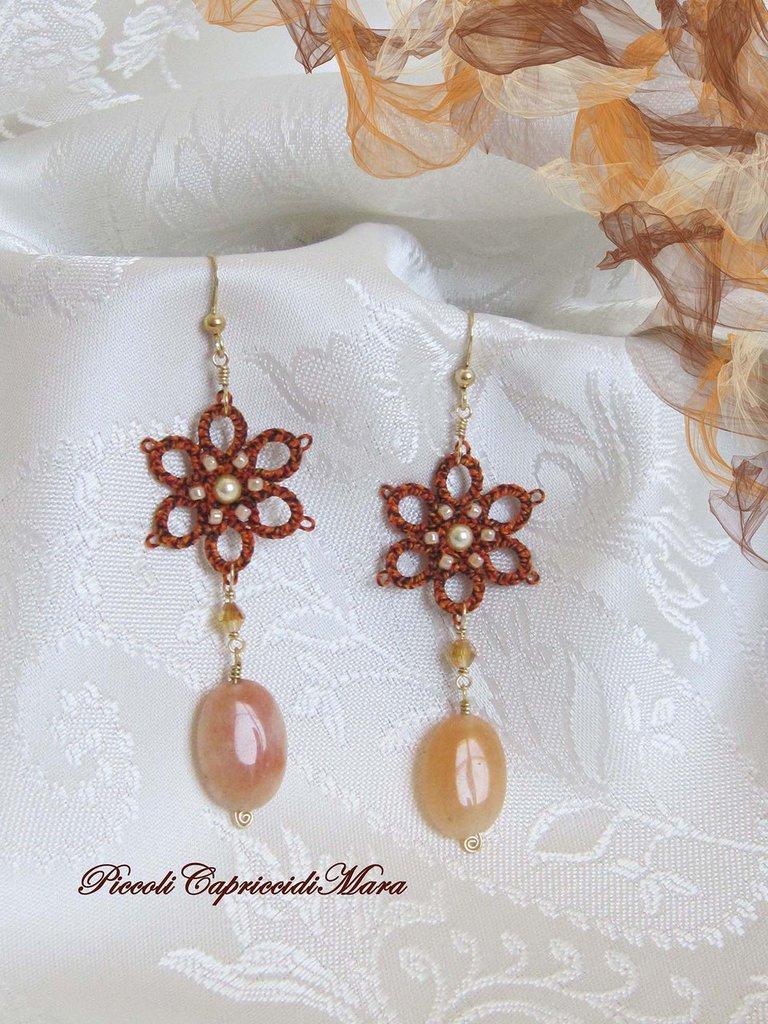 Orecchini arancione melange al chiacchierino, agata naturale, perle Swarovski, perline