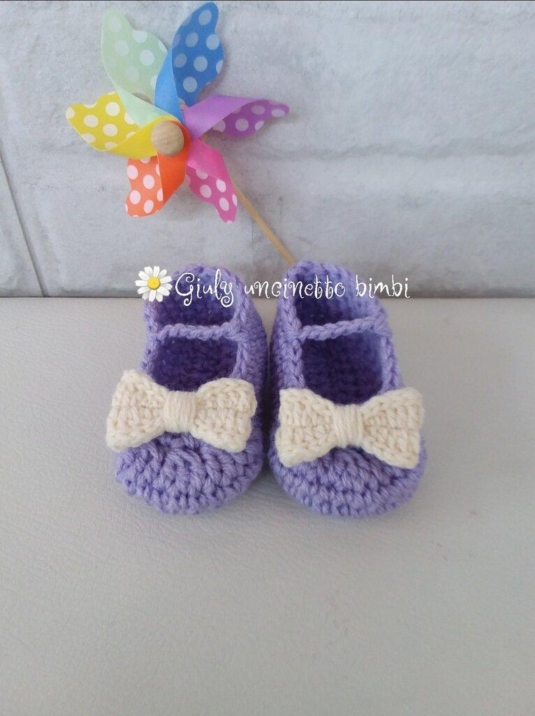 Scarpine a ballerina per neonata, viola con fiocco panna sono realizzate in lana acrilica 100% italiana